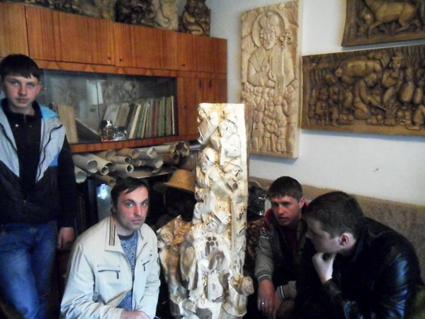 Ліцеїсти зустрілись з відомим скульптором Закарпаття