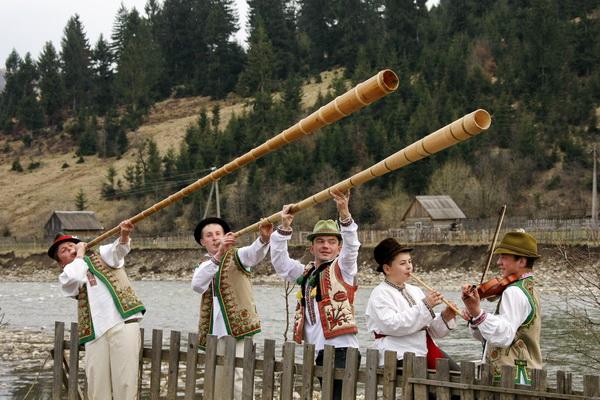 Лісівників вітали юні трембітарі із самісінького серця Карпат – Міжгір'я