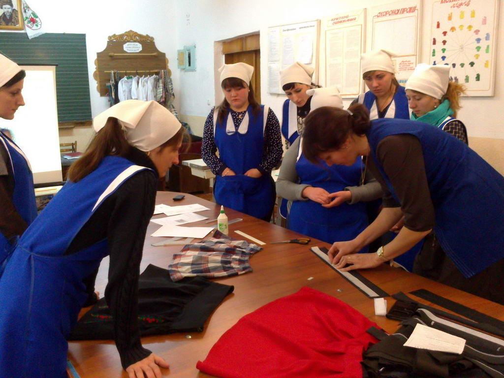 Відкритий урок «Обробка верхнього зрізу спідниці поясом»