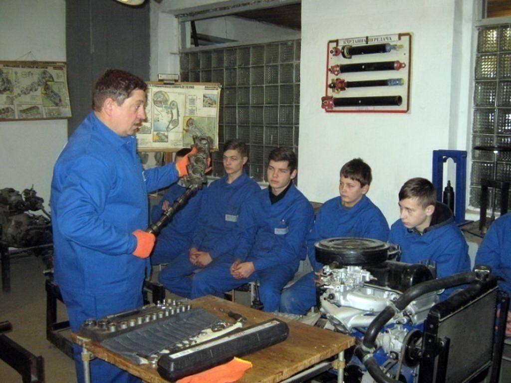 Відкритий урок виробничого навчання в групі «слюсар з ремонту автомобілів, рихтувальник кузовів»
