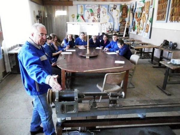 Механічна обробка деревини. Будова та призначення, прийоми роботи на токарному верстаті