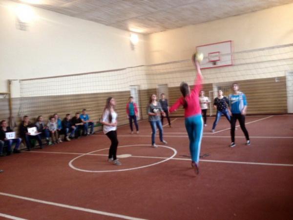 Змагання по волейболу між збірними командами дівчат І-ІІ та ІІІ курсів