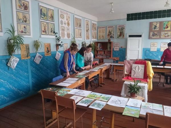 Виставка учнівських малюнків на тему «Ілюстрації до улюбленого твору Т.Г.Шевченка»