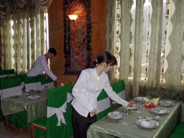 Конкурс професійної майстерності з професії офіціант