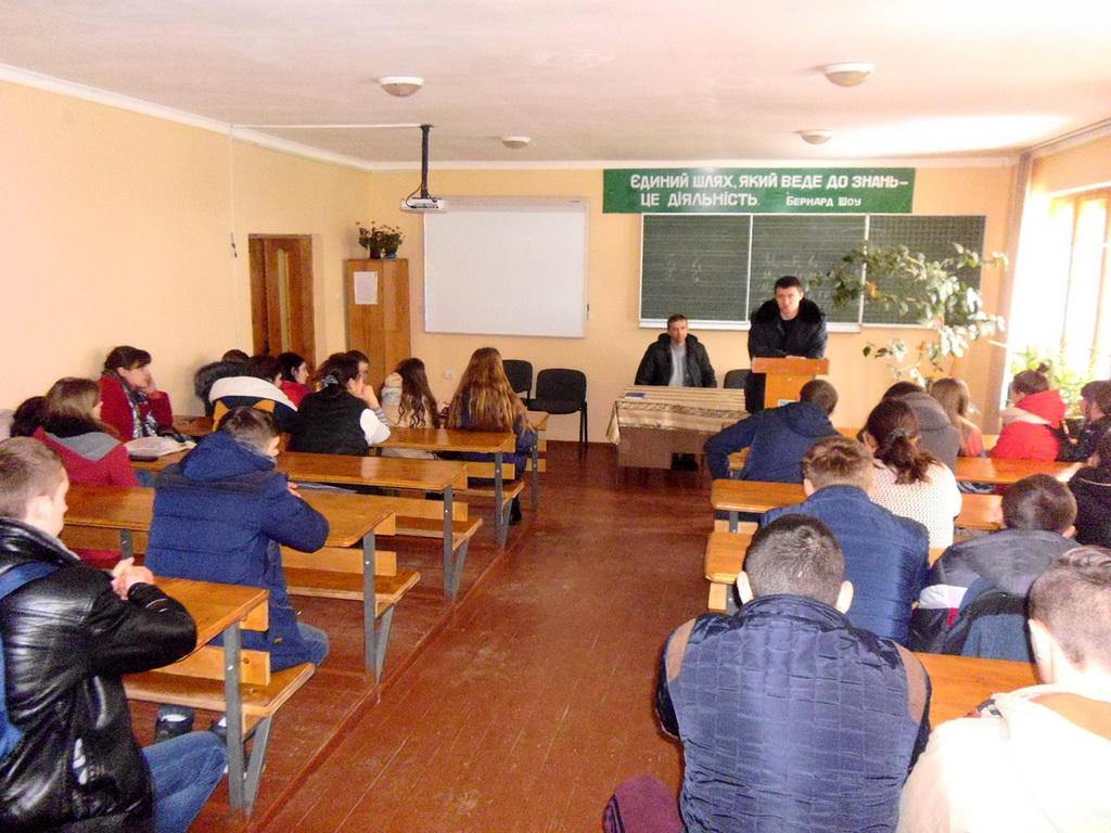 Учні другого курсу ліцею зустрілися з інспектором ювенальної превенції Міжгірського ВП поліції ГУНП в Закарпатській області