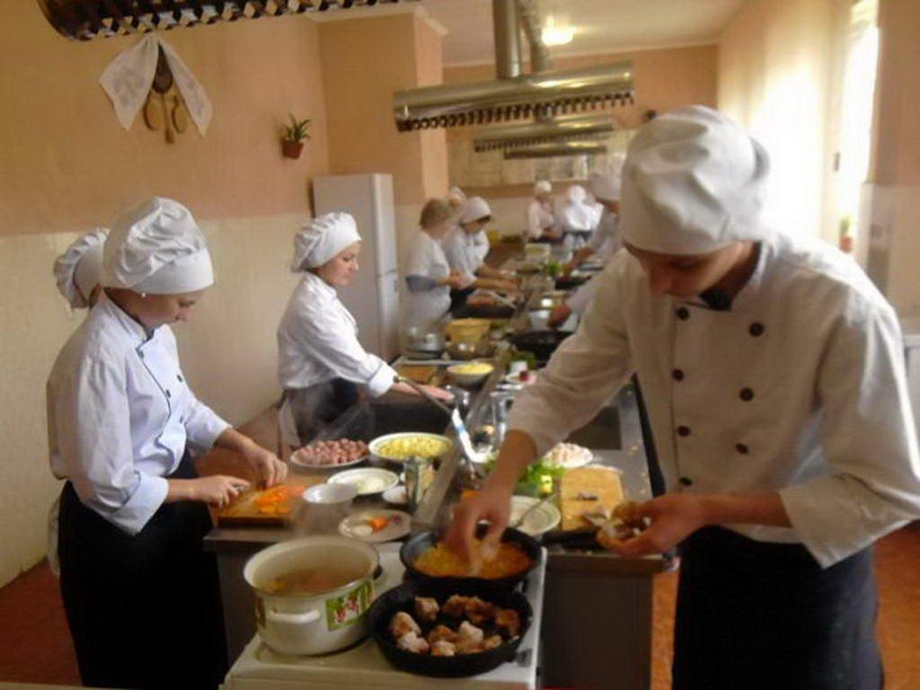 Проведено кваліфікаційну атестацію учнів другого курсу професії кухар, офіціант