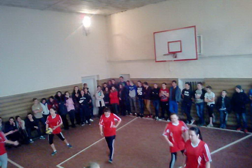 Змагання з волейболу між командами ліцею і медичного коледжу
