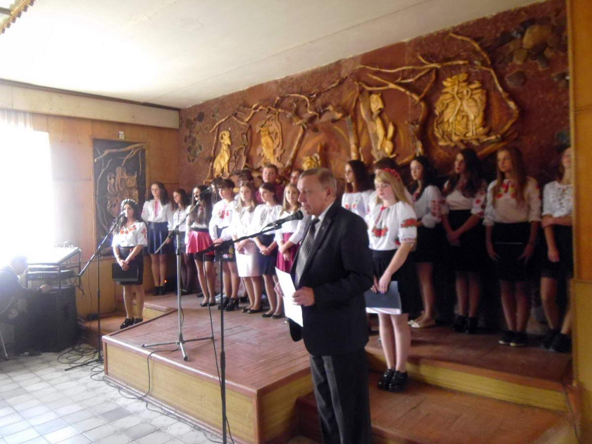 Учні підготували чудовий концерт до Дня працівника освіти