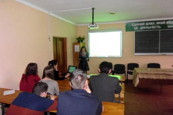 Навчальні проекти презентували креативні групи учнів, які навчаються за професіями виробник художніх виробів з дерева, столяр, тесляр