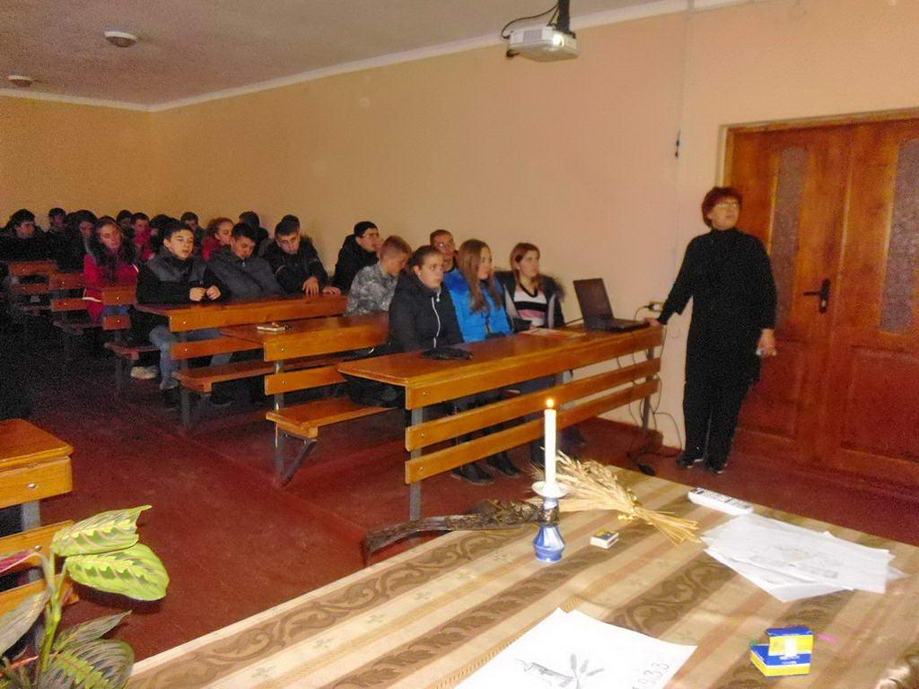 Творчий конкурс на тему «Україна пам'ятає Голодомор 1932-1933 років»