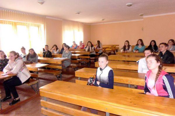 Учні першого курсу спілкувались з старшим спеціалістом служби у справах дітей