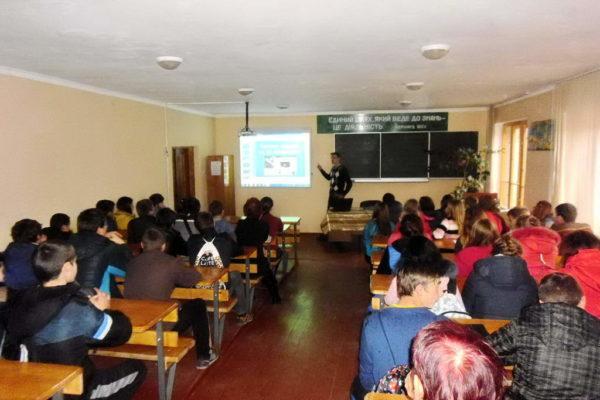 Зустріч для учнів першого курсу з фахівцем із соціальної роботи «Торгівля людьми: як уникнути рабства»