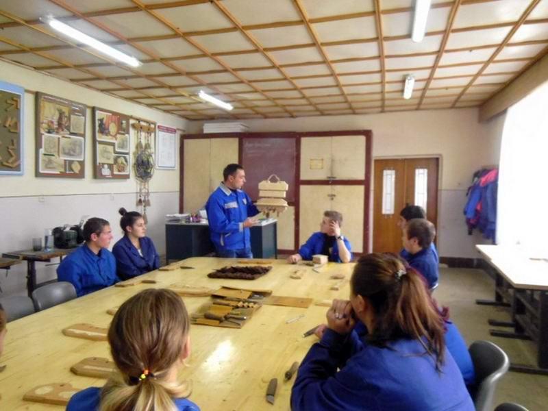 Майстер-клас «Виготовлення кухонної підставки для спецій: елементи геометричного різьблення»