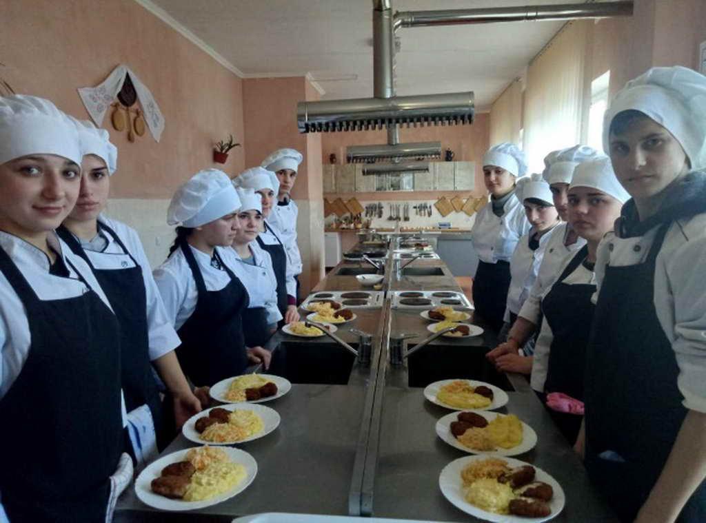 Конкурс професійної майстерності серед учнів першого курсу «Кращий кухар»