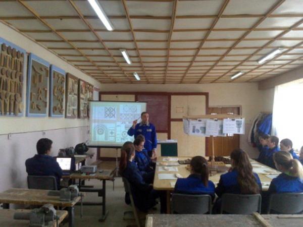 Відкритий урок виробничого навчання з професії виробник художніх виробів з дерева