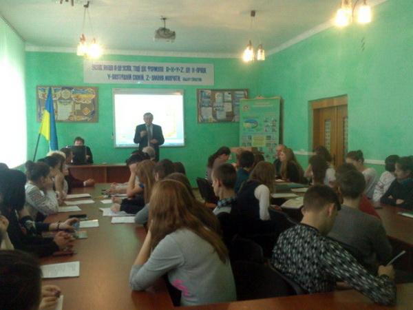 Групи учнів всіх професій презентували свої навчальні проекти на іноземних мовах