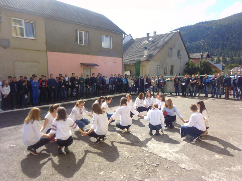 Флешмоб у вигляді голуба миру до Міжнародного дня миру